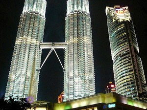 Petronas tower nocą