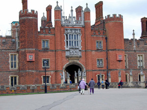 Hampton court palace 023
