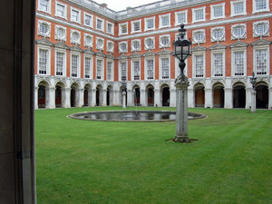 Hampton court palace 079